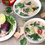 тарелка с веганским там ямом - тайским супом с кокосовым молоком